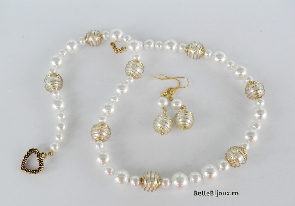 Set perle in custi aurii